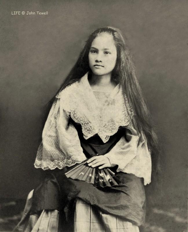 A studio portrait of a Filipina mestizo, Philippines (1)