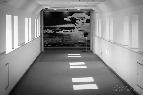 広島平和記念公園 記念資料館 (Hiroshima Peace Memorial Park & Museum)   by Tony Tani