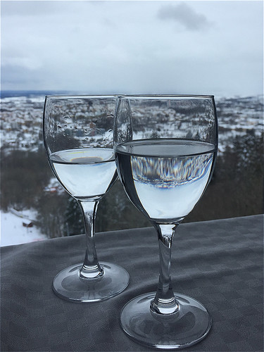 water glass table view sweden sverige wineglass vatten glas håkan skövde iphone vinglas jylhä