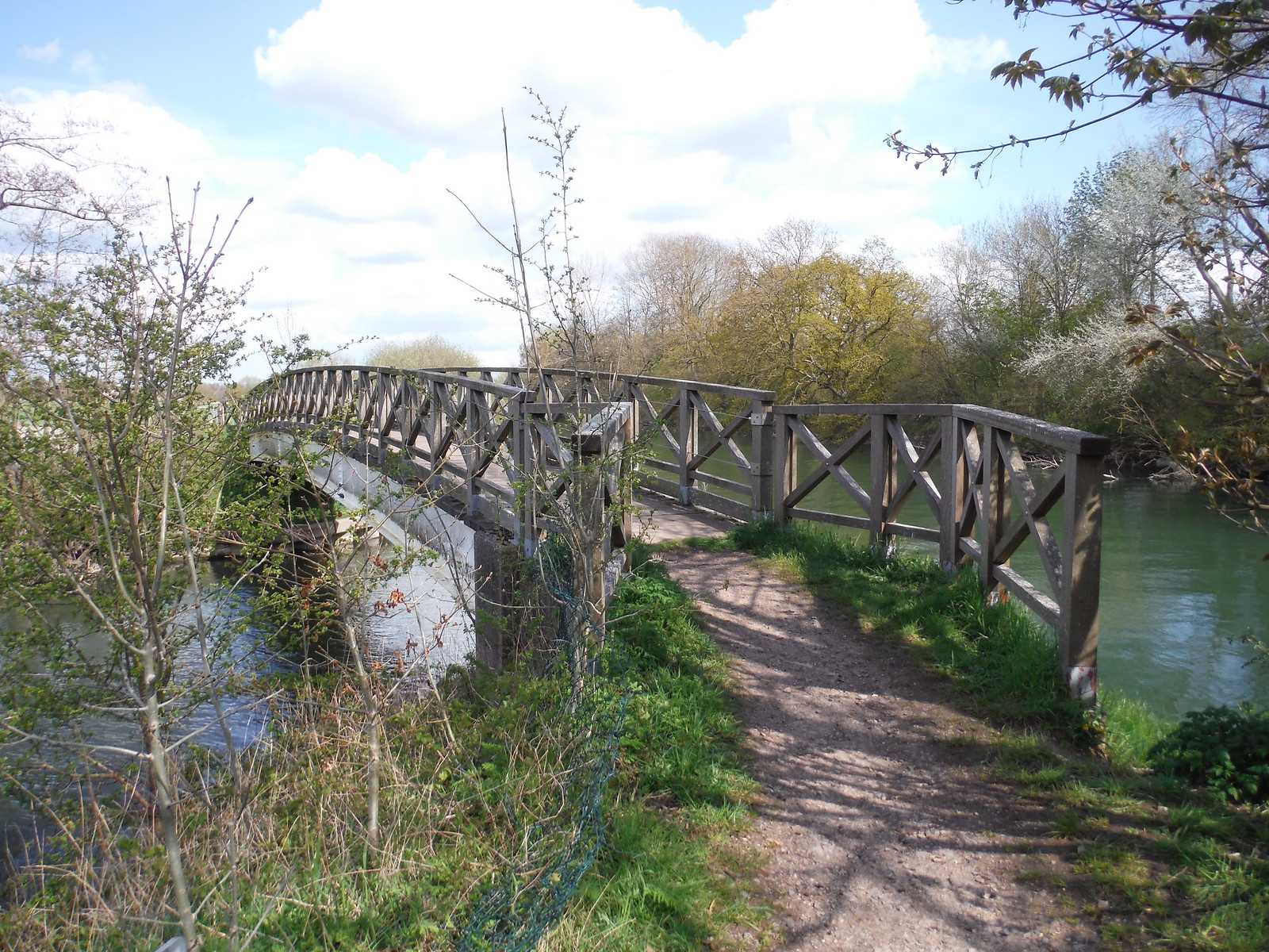 Bridge over Thame River at confluence with the River Isis SWC Walk 44 - Didcot Circular