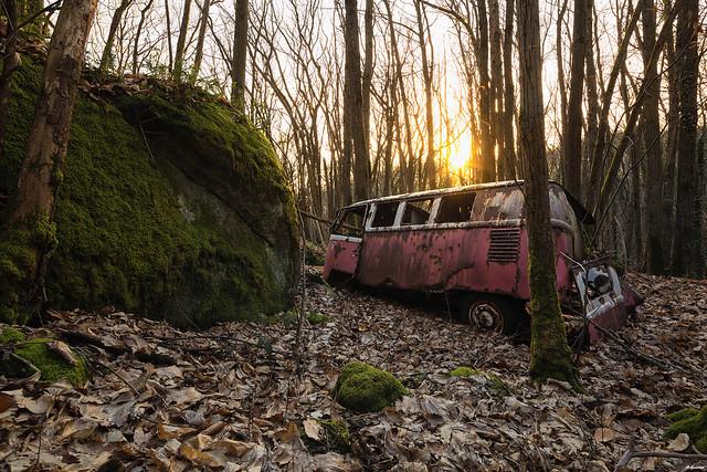 Rusty and wood, abandoned Van Volkswagen. 2016, before J-C :D.