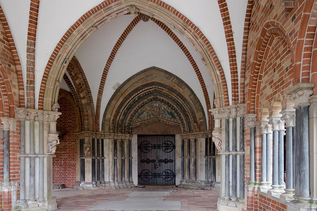 Lübeck: Dom, Paradies - Paradise is the name of this open vestibule of the Cathedral