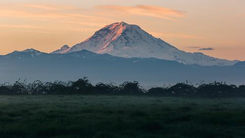 landscape mountain nature sunrise morning mtrainier pacificnorthwest buckley canoneos5dmarkiii canon135mmf2lusm johnwestrock washington