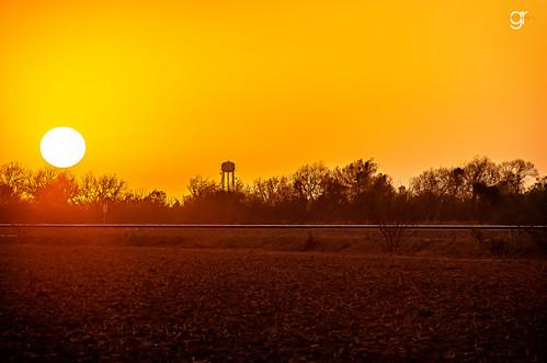 railroad sunset sky sun sol field silhouette america landscape outdoors atardecer soleil warm texas outdoor dusk harvest nobody lonely sole sonne goldenhour clearsky brownsville southtexas railroadtracks texaspride texasbackroads visittexas ilovetexasphoto
