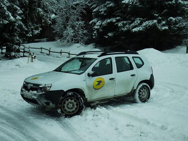 Dacia Duster La Poste Megève (74 Haute-Savoie) 03-02-16a