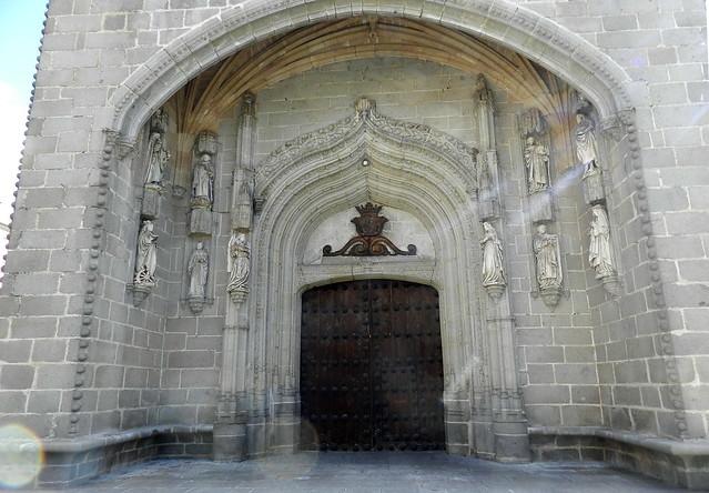 portada exterior fachada principal Iglesia Real Monasterio de Santo Tomás Ávila 03