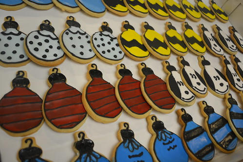 Peanuts themed cookies | by How Sweet It Is Cakes