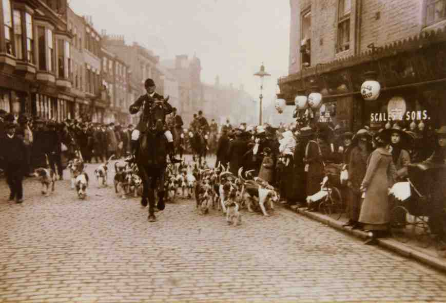 Holderness Hunt, Market Place, Beverley 1910 (archive ref DDX1544-1-1 No 33)