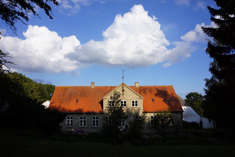Efteraarssky-over-Tjoernbjerg