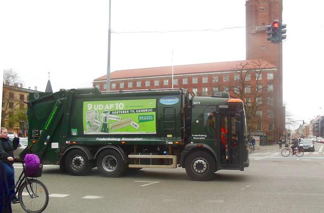 LHD Dennis trashtruck 3011 at work in Copenhagen