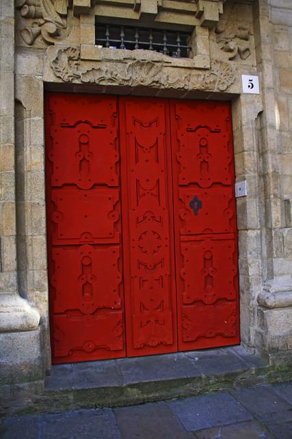 Portón rojo.