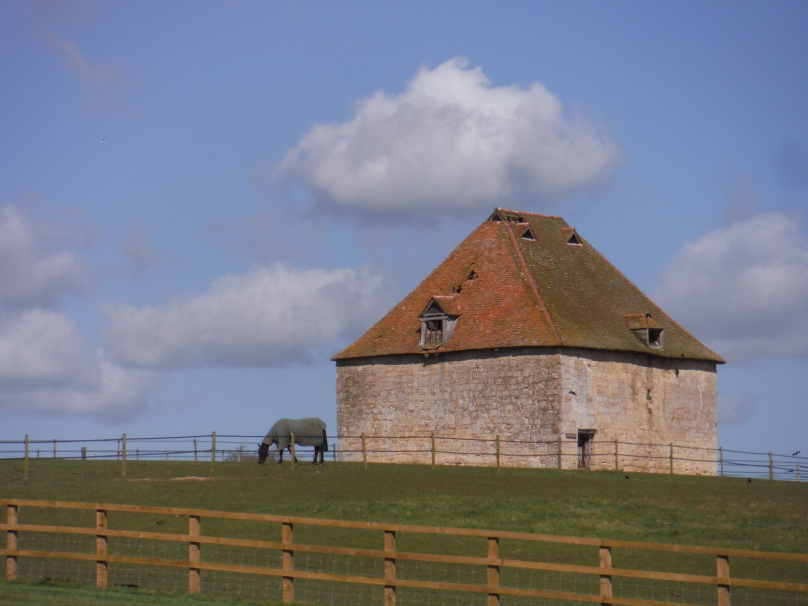 Dovecote, Notley Farm SWC Walk 193 Haddenham to Aylesbury (via Gibraltar and Ford)