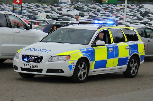 Cambridgeshire Police Volvo V70 D5 Armed Response Vehicle