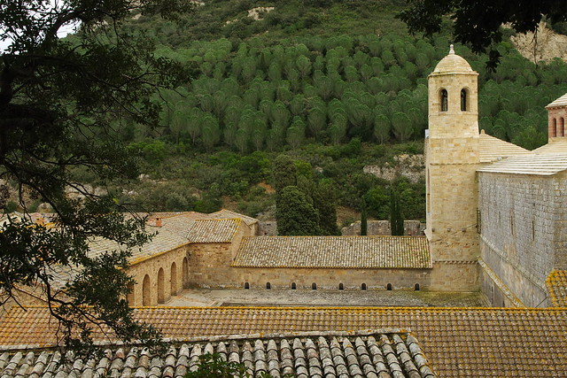 abbaye de Fontfroide vue des jardins en terrasse