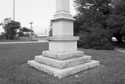 confederate civil war monument memorial wiess weiss keith park 1916 1926 relocated beaumont jefferson county texas ucv scv united sons veterans jim crow revisionist history denial slavery racism racist cause bigotry heritage hate shame states north america remove it removeit