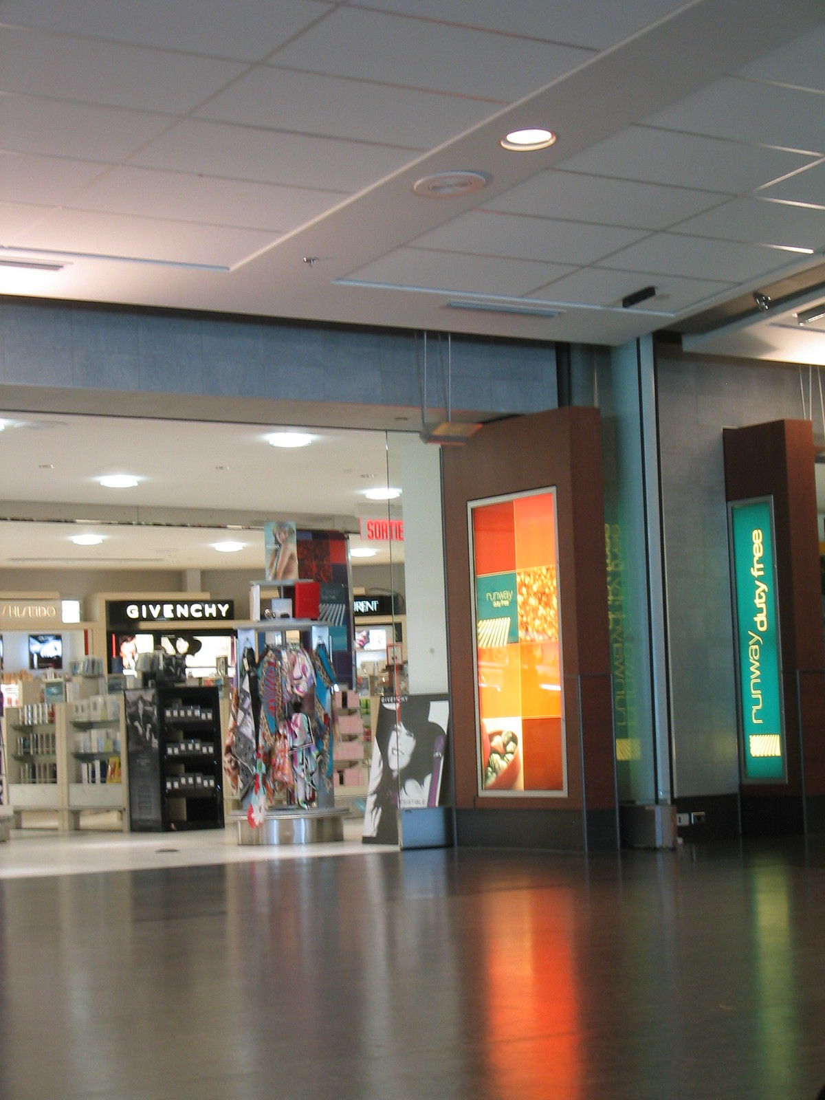 airport montreal 07