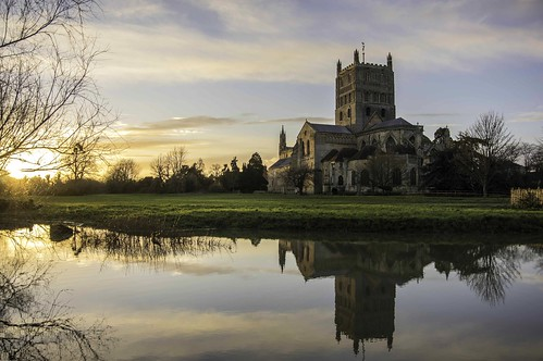 trees sunset reflection building water abbey river landscape pentax outdoor dusk gloucestershire monastery gloucester historical serene benedictine smc goldenhour historicalbuilding tewkesbury k3 ancientmonument tewkesburyabbey justpentax flickrunitedaward tewkesburygloucestershire pentaxk3 tewskeybury