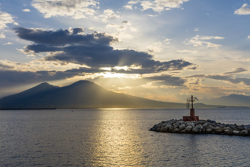 italien light vacation italy cloud sun mountain water clouds sunrise landscape volcano coast campania view it napoli vesuvius waterscape trave vesuv canon5dsr 5dsr