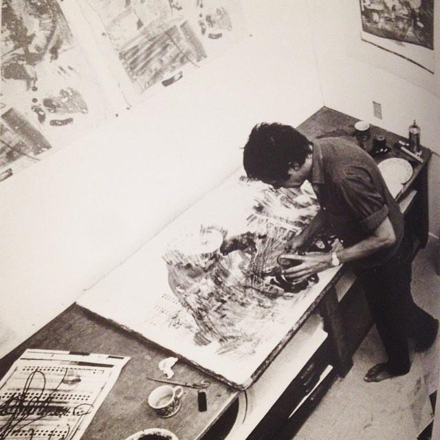 Yo cuando sueño, sueño con rodillos, tórculo, tinta y tiempo. ( Foto: Rauschenberg en Gemini G.E.L print studio de LA trabajando en la serie Stoned Moon ) #printmaking #rauschenberg #litho #dreaming  #soñando #siyopudiera