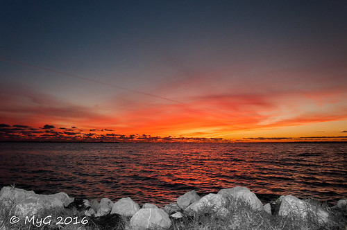 nikon nikkor18105 nature nightscape landscape sky sun sunset sundown winter florida niceville usa selectivecolor artwork myg orange fire clouds polarized dream paradise 2016 rocks rocher serene serenity calme coucher soleil mygphotographiewixsitecommyg2017