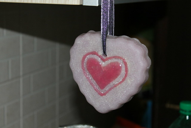 WISTERIA HEART TO HANG – MADE OF WAX