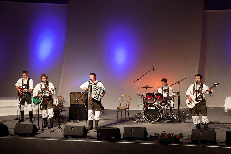 2011 Ansambli naših krajev - foto Uroš Zagožen
