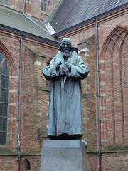Naarden: Comenius Statue