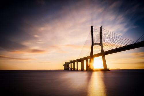 longexposure bridge light sun reflection portugal sunrise river god lisboa lisbon ponte rays bluehour magical tejo tajo beams tagus vascodagama