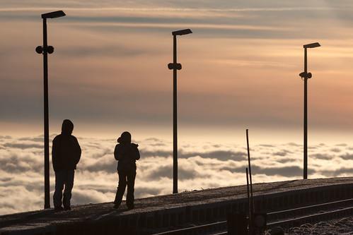 berg silhouette sunrise germany de lampe wolken bahnhof brocken sonnenaufgang morgen harz bahnsteig wernigerode sachsenanhalt
