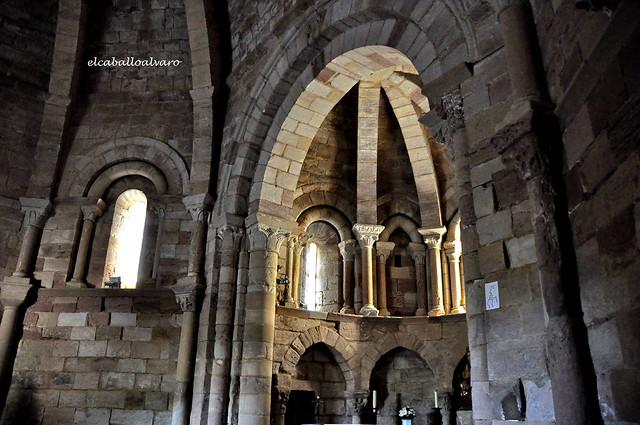 448 - Interior - Iglesia Santa María de Eunate - Muruzábal (Navarra) - Spain.