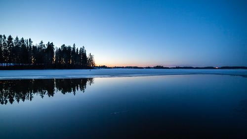 lake reflection night espoo dark lens prime spring lowlight nightscape serene yö järvi kevät 14mm pitkäjärvi laaksolahti