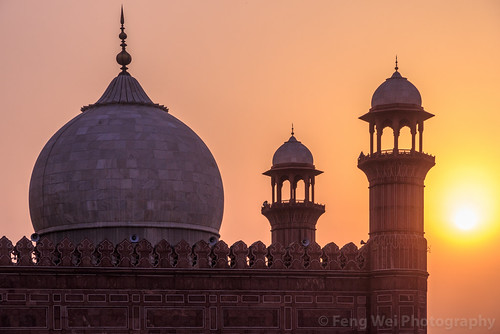 travel pakistan sunset tourism beautiful silhouette horizontal architecture outdoors ancient asia dusk islam landmark mosque pk punjab lahore islamic badshahimosque traveldestinations colorimage islamicculture mughalarchitecture indiansubcontinent