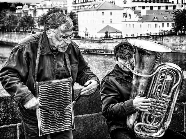 MUSICOS CALLEJEROS EN PRAGA    -    STREET MUSICIANS IN PRAGUE