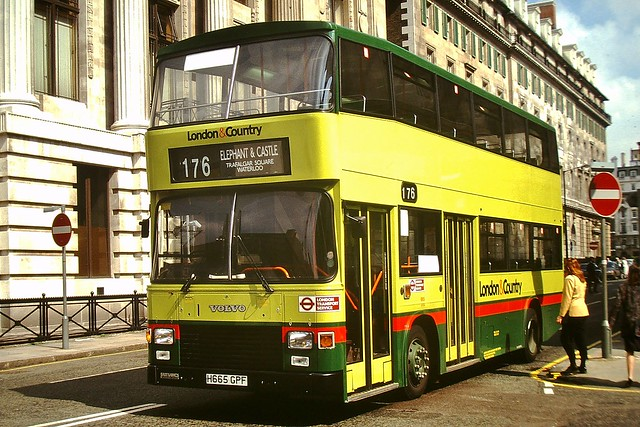 665 H665GPF --- Oxford Street 4-4-91 *