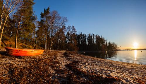 sunset red sea sun beach finland landscape prime boat spring helsinki sundown fisheye shore 15mm lauttasaari vene ranta auringonlasku aurinko uusimaa kevät laru
