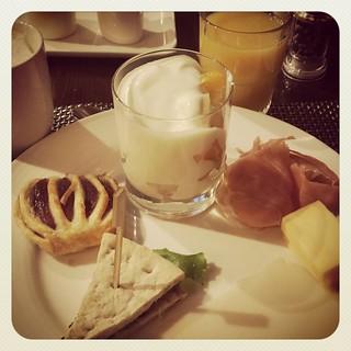 Empezando la mañana con un desayuno a lo holandés...con queso!!!!.. :-p   by Pedro Baez Diaz @pedrobaezdiaz