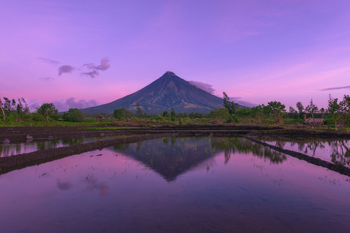 reflection sunrise volcano nikon philippines mayon ricefields cagsawaruins legazpi albay 2015