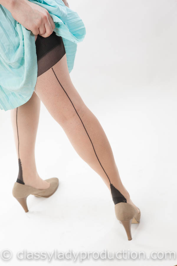 cuban-heel stockings