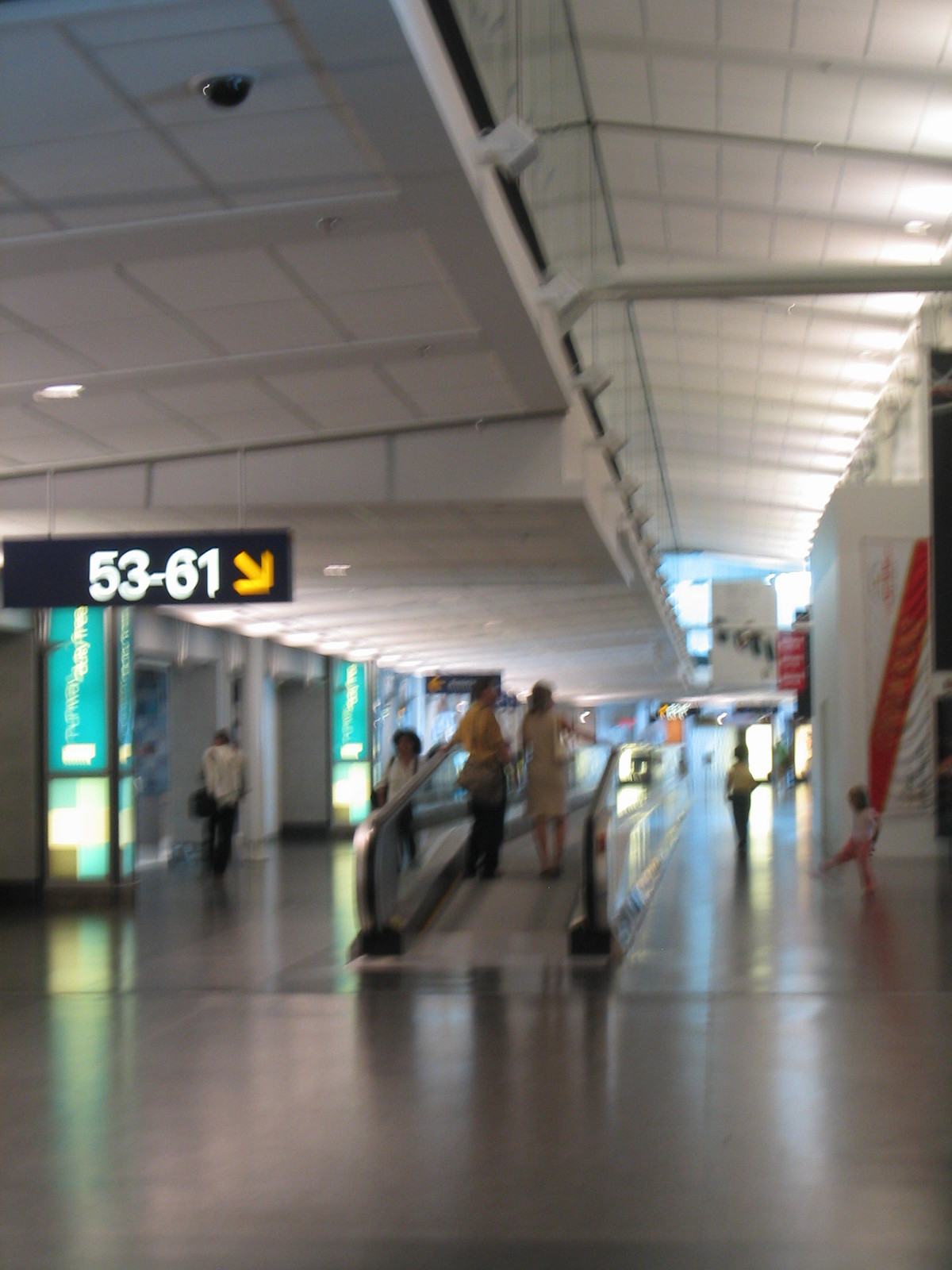 airport montreal 09