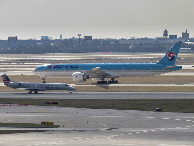 Boeing 777-3B5ER (HL8009)— Korean Air