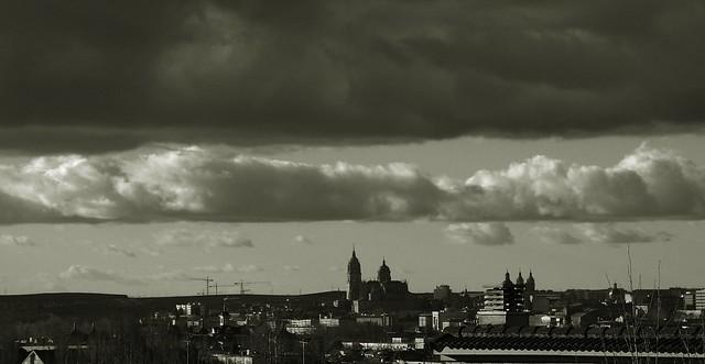 Salamanca en b/n y desde lejos.