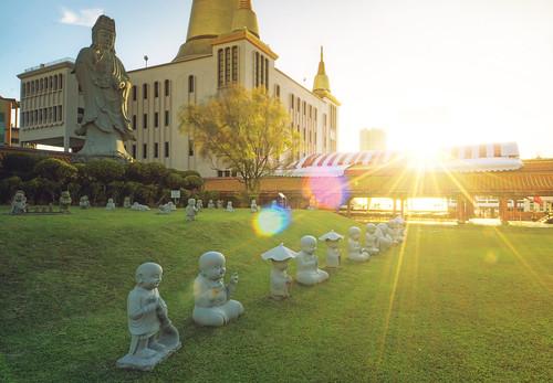 sunset colors grass architecture landscape temple singapore asia buddhist lawn statues monastery lensflare southeast buddah sculptures hdr sunbeams bishan sunstar kongmengsanphorkarksee lightstar