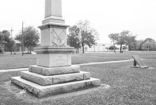 confederate civil war monument memorial wiess weiss keith park 1916 1926 relocated beaumont jefferson county texas jim crow revisionist history denial slavery racism racist cause bigotry heritage hate shame united states north america remove it removeit