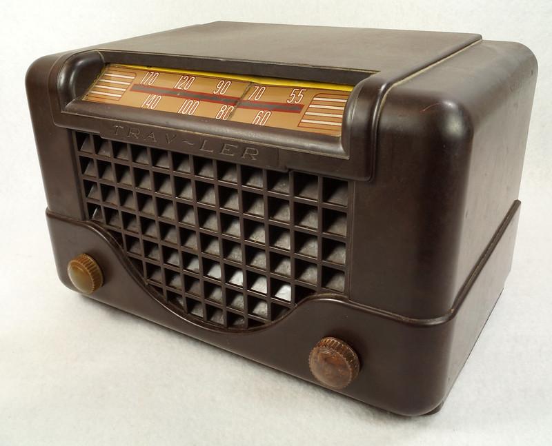 RD11401 Vintage Mid Century 1948 TRAV-LER 5066 Brown Bakelite Case TUBE RADIO DSC09650