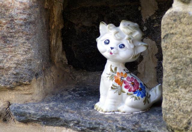 Porcelain cat