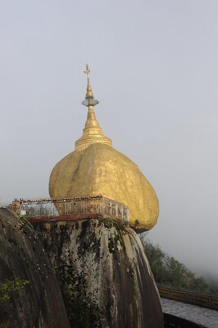 The Golden rock, Kyaiktiyo mount,  Myanmar (Birmania) D700 175