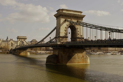 Budapest Széchenyi-Kettenbrücke | by GelbQwer