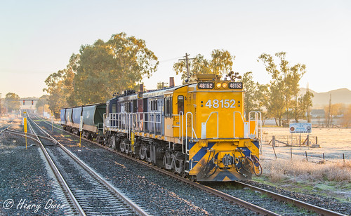 winter sunrise dawn early frost diesel nsw newsouthwales fc pn freighttrain alco graintrain pacificnational 0degrees werriscreek quirindi 5526 americanlocomotivecompany 48127 48152 nswgr northwestnsw 48class freightcorp emptygraintrain