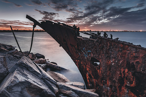australia au newsouthwales newcastle stockton stocktonbreakwall breakwall shipwreck adolphe rust rusty sunset canoneos6d canonef1740mmf4l