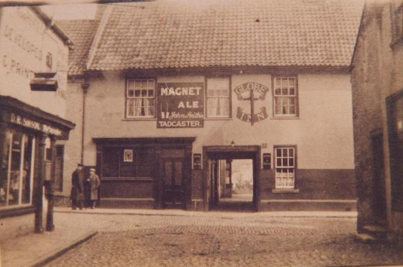 Globe Inn, Ladygate, Beverley c.1915 (archive ref PH-1-67)